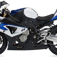 BMW HP4 vs Yamaha YZF R1